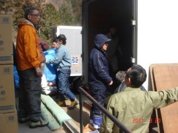 黒石市建設業協会から支援物資搬入