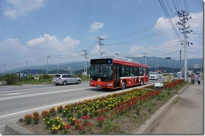 大船渡市のご当地キャラ「おおふなトン」が描かれたBRTのバス