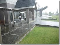 出発式後の雨
