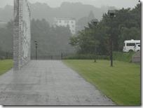 出発式後の雨2