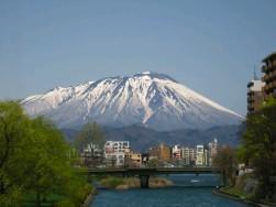 雪解け岩手山と空.JPG